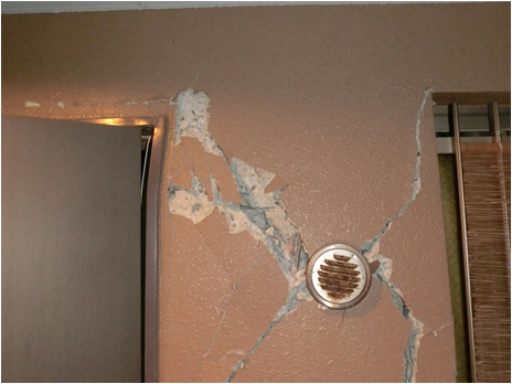 玄関ドア破損