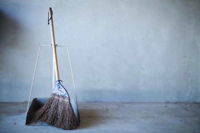 マンション管理員の清掃 /正しい掃き掃除